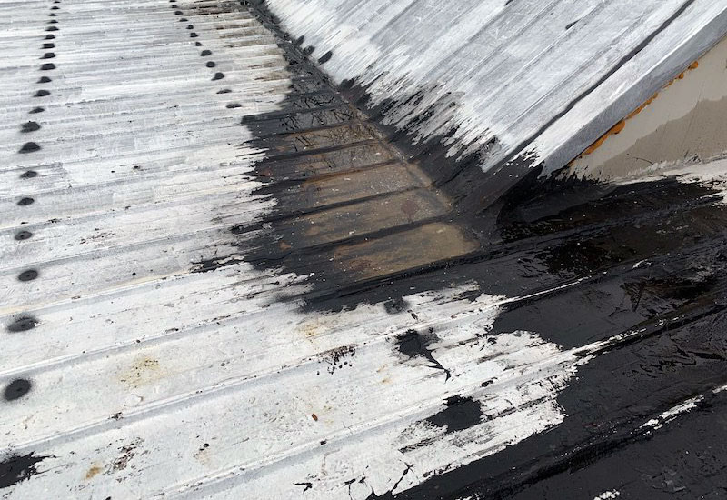 how to remove roofing tar from metal roof